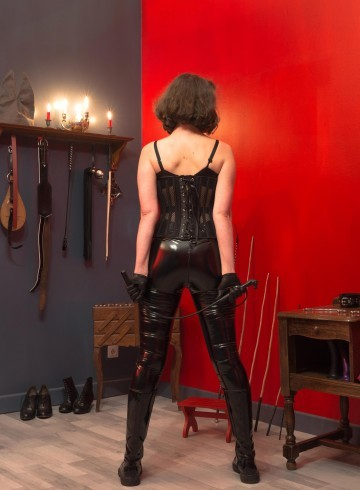 Nantes Escort Mlle  Oscar Adult Entertainer in France, Female Adult Service Provider, Escort and Companion.