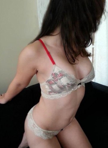 Tampa Escort KinkySarah Adult Entertainer in United States, Female Adult Service Provider, Italian Escort and Companion.